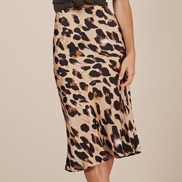 ed7836346e Leopard print Satin Midi Skirt. M_5c7ee5c3a31c33024b4d1ff8